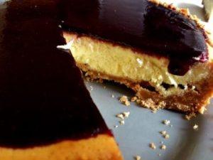 Cheesecake chocolat blanc coulis de fruit rouge