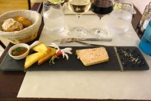 Aux Tours de la Perot : Terrine de foie gras au Pineau blanc et son chutney de pêches au Pineau rouge