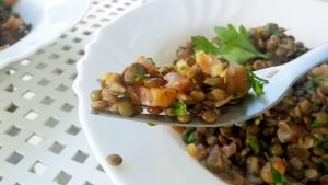 Lentilles au saumon, coriandre et citron vert